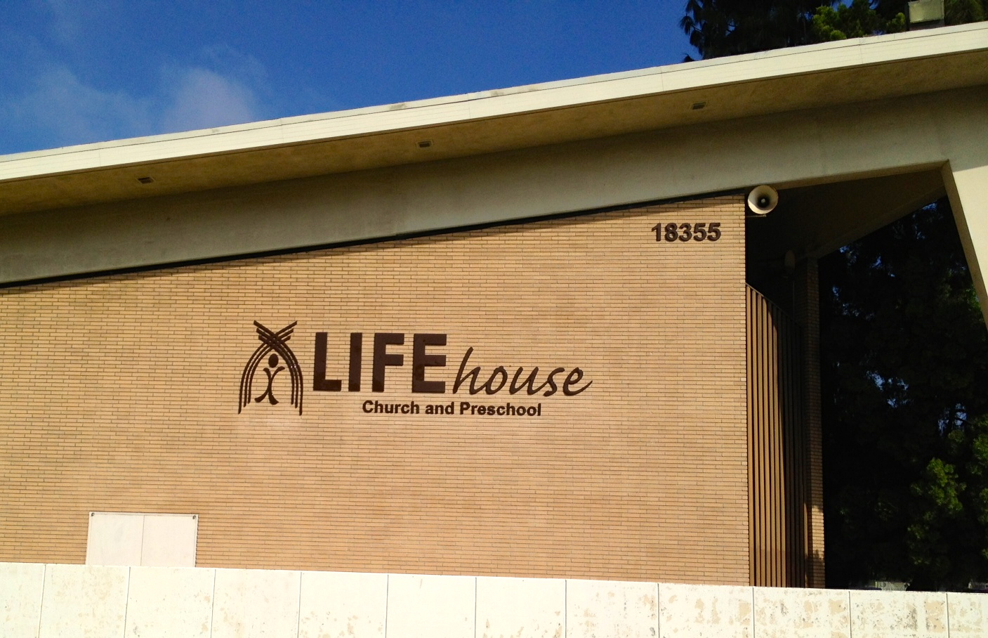 LiFEhouse Front Sign