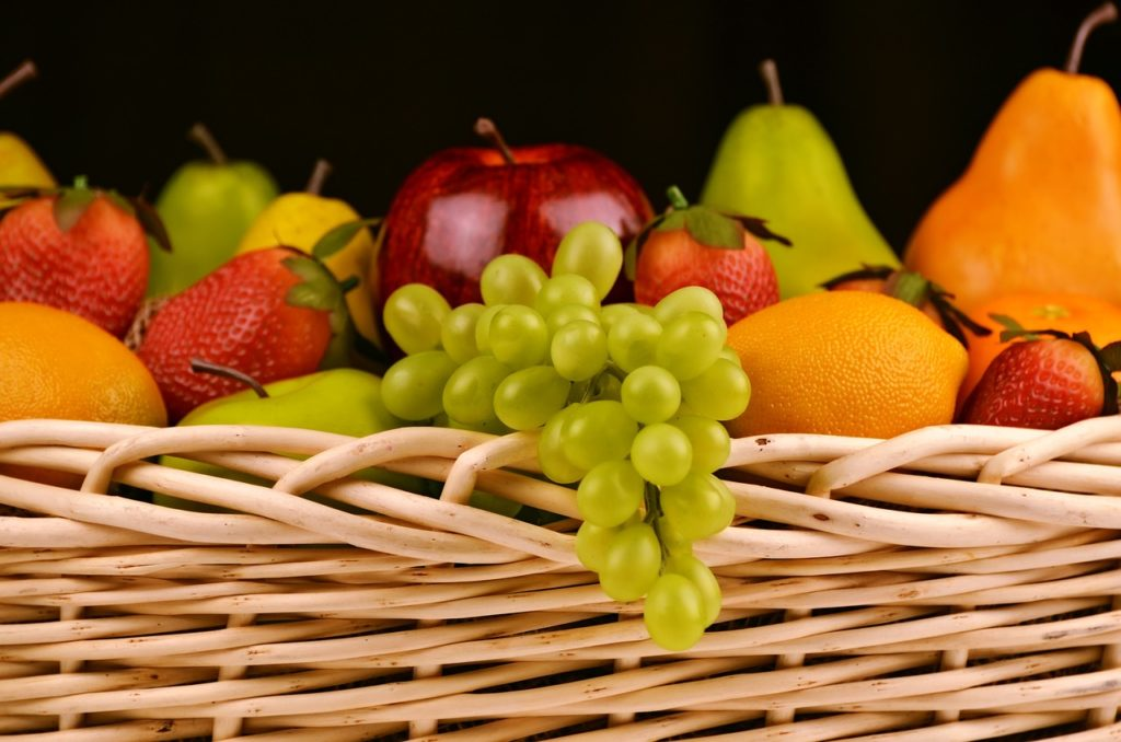 fruit-basket-1114060_1280